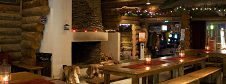 De haard brandt, de tafels zijn sfeervol gedekt en u kan genieten van een heerlijke fondue met kaas en rendiervlees