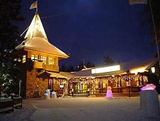 In Rovaniemi bezoeken we het Santa Claus Village, gelegen op de Noordpoolcirkel