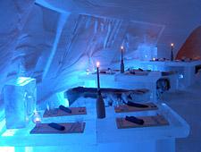 's Avonds geniet u van een 3-gangendiner in het ICE Restaurant van het Snow Village