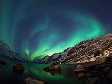 Door de noordelijke ligging nabij de zee en met nauwelijks lichtvervuiling, zijn de omstandigheden in Andenes ideaal om noorderlicht waar te nemen