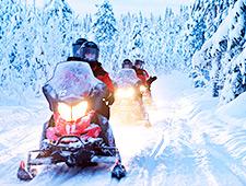 Vertrek voor een leuke sneeuwscootersafari in de Lapse natuur waarbij u prachtige sneeuwlandschappen zal ontdekken