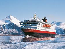 In de late namiddag wordt opnieuw ingescheept aan boord gaan van de Hurtigruten