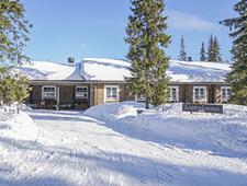 Deze moderne en luxueuze wildernislodge ligt midden in de natuur aan de oevers van het meer Rukajärvi