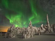 Tijdens een nachtelijke rit wordt op zoek gegaan naar het Noorderlicht