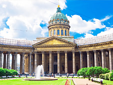 De Kazankathedraal, één van de mooiste kerken van Sint-Petersburg, gebouwd in opdracht van Tsaar Paul I in 1811