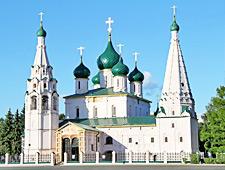 De prachtige Profeet Elias-kerk met zijn groene koepels